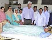 راولپنڈی: بینظیر بھٹو ہسپتال میں نرسوں کے عالمی دن کے موقع پر پروفیسر ..