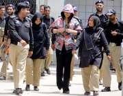 راولپنڈی: منی لانڈرنگ کیس میں گرفتار ماڈل ایان علی کو پیشی کے لیے لایا ..