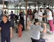 لاہور: جیلانی پارک جم خانہ میں صبح کے اوقات شہری ورزش کر رہے ہیں۔