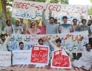 لاہور: پی ایچ ڈی ای سی کے ملازمین اپنے مطالبات کے حق میں احتجاجی مظاہرہ ..