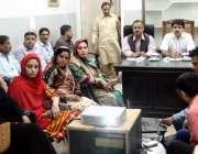 لاہور: ایڈیشن سیکرٹری لوکل گورنمنٹ شاہد فرید، داتا گنج بخش ٹاؤن میں ..