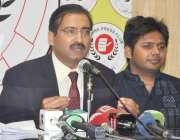 لاہور: پیپلز پارٹی لاہور کے سیکرٹری اطلاعات فیصل میر پریس کانفرنس کر ..