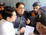 راولپنڈی: منٹی لانڈرنگ کیس میں گرفتار ماڈل ایان کے والد کو پیشی کے موقع ..
