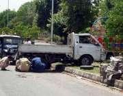 اسلام آباد: فائر برگیڈ کے سامنے تیز رفتاری کے باعث ایک گاڑی گرین بیلٹ ..