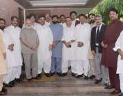 لاہور: لاہور تحریک انصاف لاہور کے صدر عبدالعلیم خان کے ہمراہ پی ٹی آئی ..