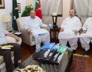 لاہور: تحریک انصاف کے صوبائی آرگنائزر چوہدری محمد سرور سے ڈپٹی اپوزیشن ..