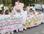 لاہور: نوشہرہ ورکاں کے رہائشی اپنے مطالبات کے حق میں احتجاج کر رہے ہیں۔