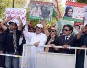لاہور: عوامی تحریک کے کارکنان مرکزی سیکرٹری جنرل خرم نواز گنڈا پور ..
