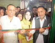 لاہور: اپوزیشن لیڈر پنجاب اسمبلی محمود الرشید اور عبدالعلیم خان پی ..