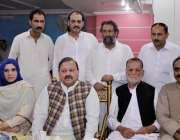 پشاور: UC-69کے امیدوار ملک لال شیرخان پریس کانفرنس سے خطاب کر رہے ہیں۔