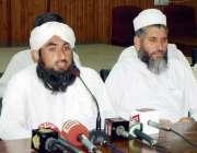 پشاور: مولانا محمد عارف حقانی پریس کانفرنس سے خطاب کر رہے ہیں۔