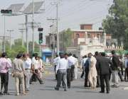 فیصل آباد: مقدمہ کے اندارج کے باعث وکلاء پولیس کے خلاف احتجاج کر رہے ..