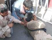 لاہور: پنجاب اسمبلی کے باہر اپنے مطالبات کے حق میں احتجاج کے دوران شدید ..