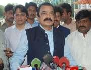 لاہور: صوبائی وزیر قانون رانا ثناء اللہ پنجاب اسمبلی کے احاطے میں میڈیا ..