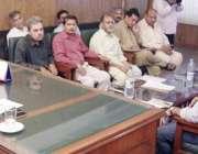 لاہور: رکن پنجاب اسمبلی لبنیٰ فیصل اے سی کینٹ کے دفتر میں انسداد ڈینگی ..
