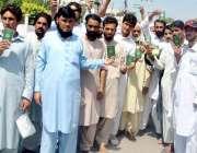 پشاور: مختلف اضلاع سے آئے ہوئے شہری پاسپورٹ آفس کے خلاف احتجاجی مظاہرہ ..
