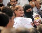 راولپنڈی: صرافہ مارکیٹ میں ہونیوالی ڈکیتی کے خلاف تاجر برادری اور اہل ..