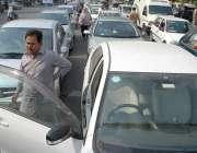 لاہور: مال روڈ پر احتجاج کے باعث بد ترین ٹریفک جام ہے۔