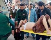 راولپنڈی: احاطہ کچہری میں کرنٹ لگنے والے شہری کو ڈی ایچ کیو ہسپتال منتقل ..