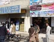 کوئٹہ: ڈاکٹر بانو روڈ پر دکانوں میں بہ یک وقت ڈکیتی کے بعد لو دکانوں ..