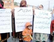 پشاور: کاکشال بیرون کوہاٹی گیٹ کی رہائشی خواتین قبضہ گروپ کے خلاف احتجاجی ..