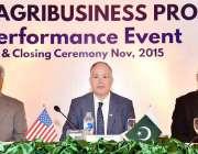 اسلام آباد: یو ایس ایڈمشن کے ڈائریکٹر جان گرور کے، ڈاکٹر ندیم امجد، ..