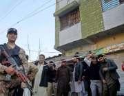 راولپنڈی: ڈھیری حسن آباد میں گیس سلنڈر دھماکہ کے بعد سکیورٹی اہلکار ..