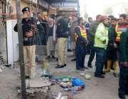راولپنڈی: ڈھیری حسن آباد میں گیس سلنڈر دھماکہ کے بعد سکیورٹی اہلکارجگہ ..