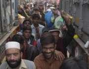 لاہور: حضرت داتا گنج بخش کے عرس مبارک کے دوسرے روز شرکت کے لیے آنیوالے ..