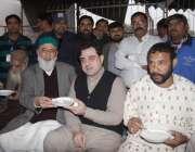لاہور: حضرت داتا گنج بخش کے عرس مبارک کے دوسرے روزصوبائی وزیر خوراک ..