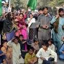 حیدر آباد: ٹنڈو جام کے رہائشی پولیس کے خلاف احتجاجی مظاہرہ کر رہے ہیں۔