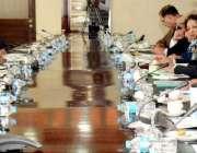 اسلام آباد: وفاقی وزیر خزانہ سینیٹر اسحاق ڈار پی بی ایس گورننگ کونسل ..
