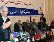 پشاور: وزیر اعلیٰ خیبر پختونخوا پرویز خٹک اوقاف ہال میں تقریب سے خطاب ..