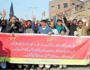 پشاور: محنت کش یونین (CBA)فلپ مورس کے زیر اہتمام مظاہرین اپنے مطالبات ..