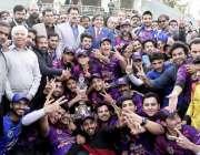 راولپنڈی: چیف منسٹر انٹر یوسیز کرکٹ پرئمیر لیگ کے فائنل میچ جیتنے والی ..