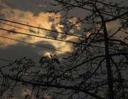 لاہور: صوبائی دارلحکومت میں چھائے ہلکے بادلوں میں غروب آفتاب کا خوبصورت ..