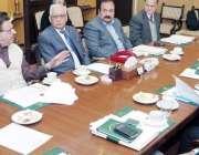 لاہور: صوبائی وزیر محنت راجہ اشفاق سرور چائلڈ لیبر کے خاتمے کے لیے سٹیئرنگ ..