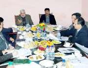 لاہور: صوبائی وزراء ملک محمد آصف بھا اور ملک ندیم کامران چڑیا گھر کے ..
