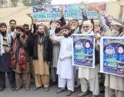 لاہور: پریس کلب کے باہر ممتاز قادری کی رہائی کے لیے مظاہرہ کیا جا رہا ..