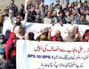 راولپنڈی: لیکچرز اسٹنٹ ایسوسی ایشن کے کارکنان مطالبات کے حق میں پریس ..