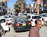 کوئٹہ: جناح روڈ پر غلط پارکنگ کے باعث رش کا منظر۔