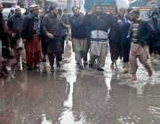راولپنڈی: انتظامیہ کی نا اہلی، جامع مسجد روڈ پر کھڑے بارش کے پانی سے ..