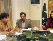 لاہور: ڈی او سی سندس ارشاد ڈسٹرکٹ کوالٹی کنٹرول بورڈ کے اجلاس کی صدارت ..