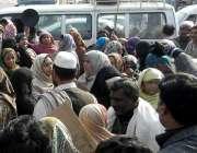 راولپنڈی: گیس لوڈ شیڈنگ کے خلاف کینٹ کے شہری کلمہ چوک میں احتجاج کر ..