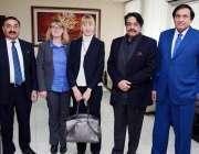 لاہور: وفاقی وزیر سمندر پار پاکستانیز پیر سید صدرالدین شاہ راشدی سے ..
