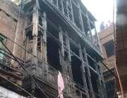 لاہور: لوہاری گیٹ میں آتشزدگی سے متاثرہ چار منزلہ عمارت کا منظر، حادثے ..