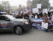 لاہور: اورنج لائن میٹرو ٹرین منصوبے کے متاثرین نے جی پی او چوک میں احتجاج ..