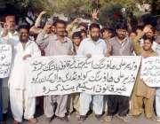 حیدر آباد: جمعہ گوٹھ کے رہائشی مکین وزیر اعلیٰ ہاؤسنگ سکیم کی انتظامیہ ..