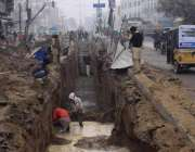 لاہور: لکشمی چوک میں تعمیراتی منصوبے پر کام جاری ہے۔