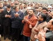 لاہور: وزیر اعظم نواز شریف کے برادر نسبتی میاں لطیف کی نماز جنازہ کے ..